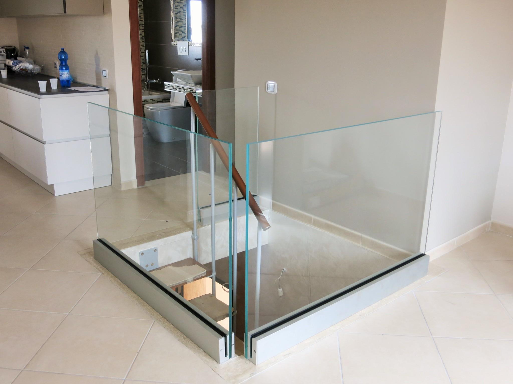 Balaustra su misura in cristallo temperato stratificato - Roma - VetroeXpert - Balaustre Parapetti Recinzioni