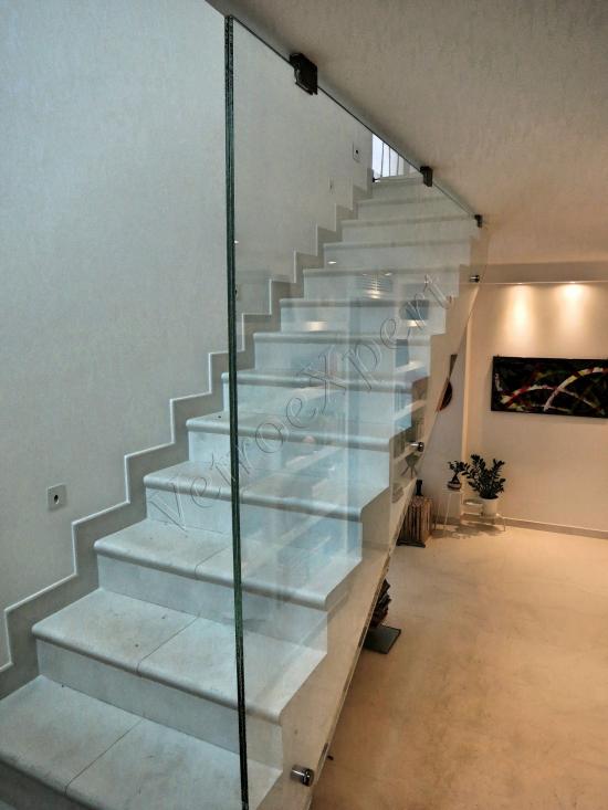 Parapetto da interno su misura in cristallo temperato stratificato, vista laterale - Roma - VetroeXpert - Balaustre Parapetti Recinzioni
