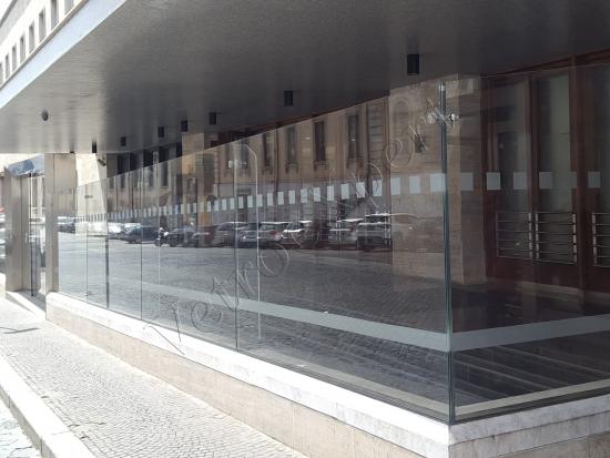 Recinzione In Vetro Trasparente   Stazione Termini   Roma   VetroeXpert   Balaustre Parapetti Recinzioni
