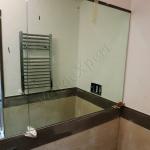 Specchio su misura in bagno con profili - Roma - VetroeXpert - Arredo in cristallo
