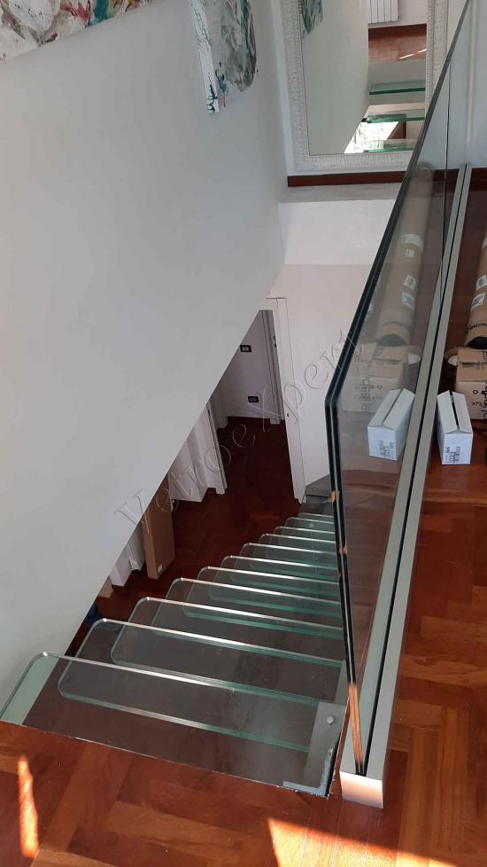 scala elegante in vetro visione dall'alto