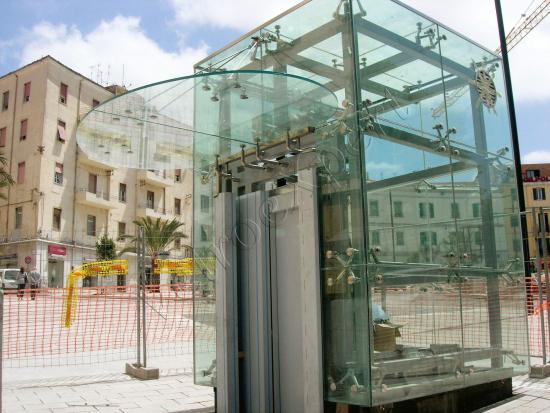 Ascensore-in-cristallo-con-copertura---Roma---VetroeXpert---Scale-Pavimenti-Ascensori
