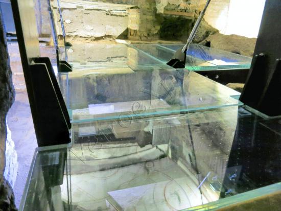 Pavimenti in crisallo extrachiaro nelle Catacombe di San Callisto - Roma - VetroeXpert - Scale Pavimenti Ascensori