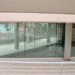 Vetrina su misura in cristallo - Trigoria - VetroeXpert - Vetrine per negozi