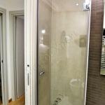 Box doccia battente temperato con pomolo cerniere e guarnizione - Roma - VetroeXpert - Box doccia in cristallo temperato su misura