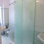 Box doccia con ante in vetro satinato - Roma - VetroeXpert - Box doccia in cristallo temperato su misura