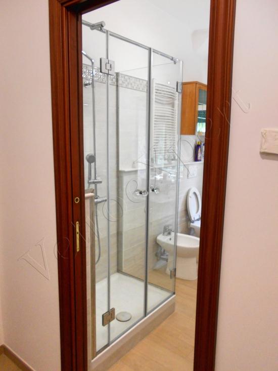 Box doccia con doppia porta battente con vetro temperato vista frontale - Roma - VetroeXpert - Box doccia in cristallo temperato su misura