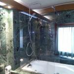 Box doccia con vetro temperato vista frontale - Roma - VetroeXpert - Box doccia in cristallo temperato su misura
