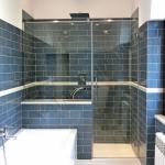 Box doccia in cristallo su misura con parete fissa anta apribile maniglione e barra stabilizzatrice - Roma - VetroeXpert - Box doccia in cristallo temperato su misura
