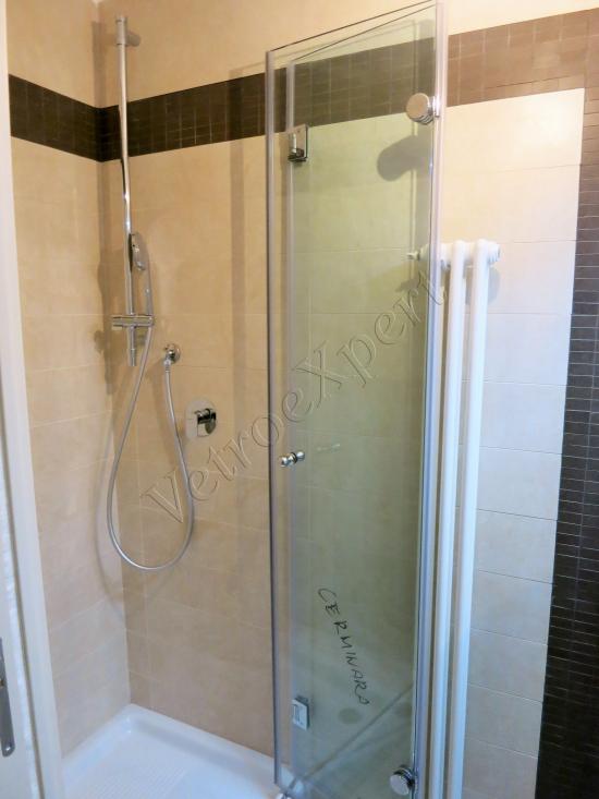 Box doccia temperato a plisse o pieghevole su misura - Roma - VetroeXpert - Box doccia in cristallo temperato su misura