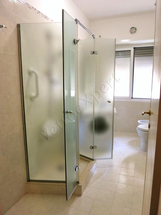 Box doccia temperato su misura con anta a battente e anta pieghevole - Roma - VetroeXpert - Box doccia in cristallo temperato su misura