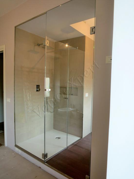 Box doccia vista frontale apertura - Roma - VetroeXpert - Box doccia in cristallo temperato su misura