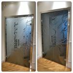 Collage Porta temperata a battente colorata con decoro maniglioni ed imbotto - Roma - VetroeXpert - Porte in vetro su misura e Pareti divisorie
