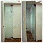 Collage Vista frontale Porta in vetro satinato chiusa e aperta - Roma - VetroeXpert - Porte in vetro su misura e Pareti divisorie