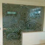 Composizione porta a vetri chiusa con decorazione - Roma - VetroeXpert - Porte in vetro su misura e Pareti divisorie