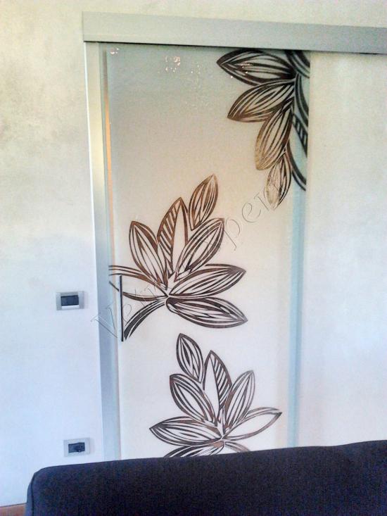 Decorazione su porta in vetro - Roma - VetroeXpert - Decorazioni e Serigrafie