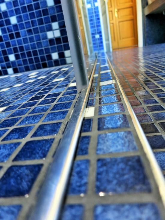 Dettaglio guida Box doccia - Roma - VetroeXpert - Box doccia in cristallo temperato su misura