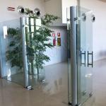 Parete divisoria a battente - Roma - VetroeXpert - Porte in vetro su misura e Pareti divisorie