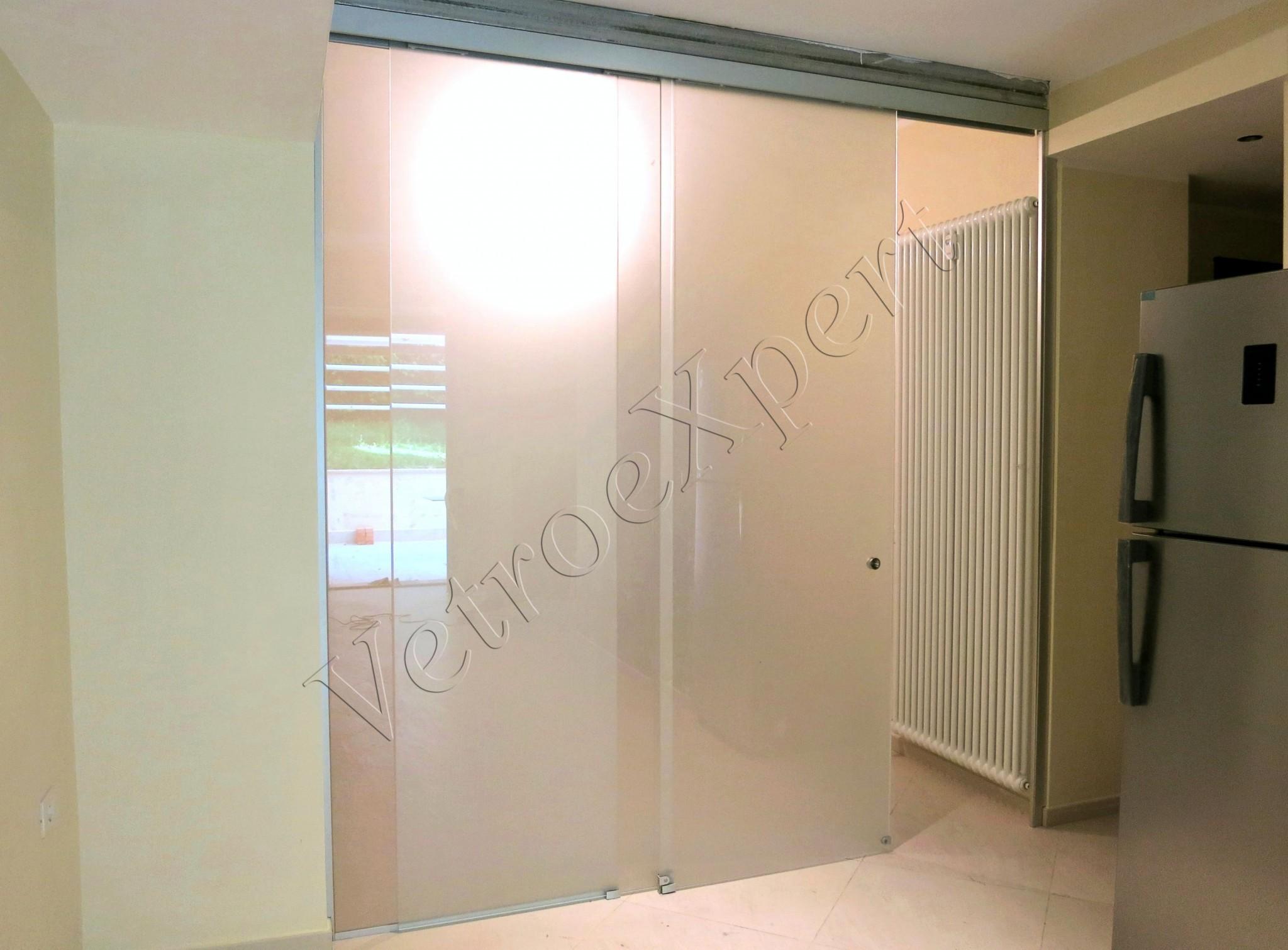 Parete Divisoria Con Porta Scorrevole vetrine con vetri stratificati, blindati e temperati