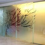 Parete divisoria su misura con decorazioni a mano - Roma - VetroeXpert - Porte in vetro su misura e Pareti divisorie