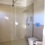 Parete doccia su misura in cristallo con canalino laterale e barra stabilizzatrice - Roma - VetroeXpert - Box doccia in cristallo temperato su misura