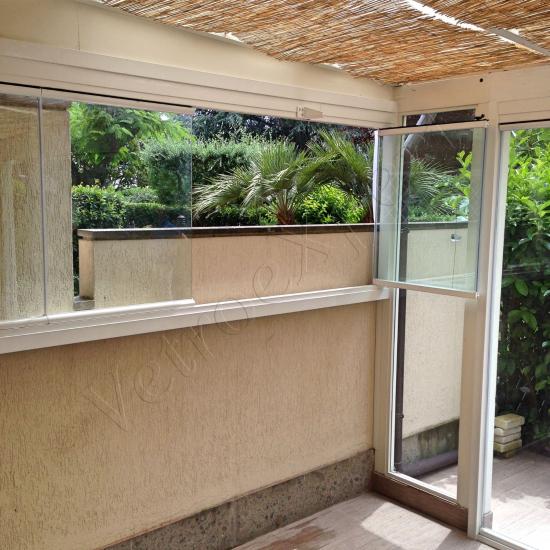 Particolare apertura Vetrate Glassroom copertura parziale balcone - Roma - VetroeXpert - Vetrate Pieghevoli e vetrate a scomparsa Glassroom