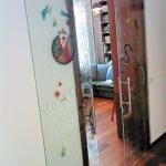 Porta scorrevole decorata - Roma - VetroeXpert - Porte in vetro su misura e Pareti divisorie