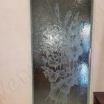 Porta scorrevole temperata satinata con decorazione e con maniglione - Roma - VetroeXpert - Porte in vetro su misura e Pareti divisorie