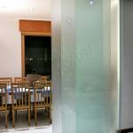 Porta temperata satinata a trascinamento - Roma - VetroeXpert - Porte in vetro su misura e Pareti divisorie