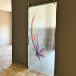 Porta temperata scorrevole con decoro a serigrafia - Roma - VetroeXpert - Porte in vetro su misura e Pareti divisorie