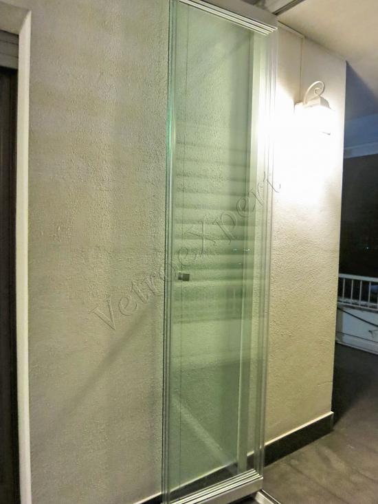 Vetrata pieghevole chiusa vista interna - Roma - VetroeXpert - Vetrate Pieghevoli e vetrate a scomparsa Glassroom