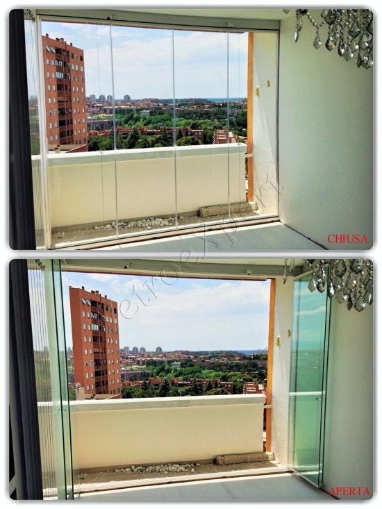Vetrata pieghevole per balcone aperta - Roma - VetroeXpert - Vetrate Pieghevoli e vetrate a scomparsa Glassroom