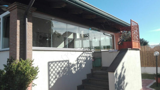 Vetrate Glassroom con porta a vetro di entrata - Roma - VetroeXpert - Vetrate Pieghevoli e vetrate a scomparsa Glassroom