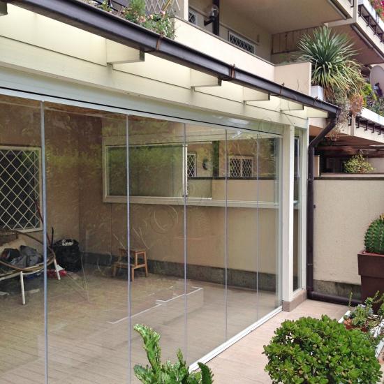 Vetrate Glassroom copertura parziale balcone vista frontale - Roma - VetroeXpert - Vetrate Pieghevoli e vetrate a scomparsa Glassroom