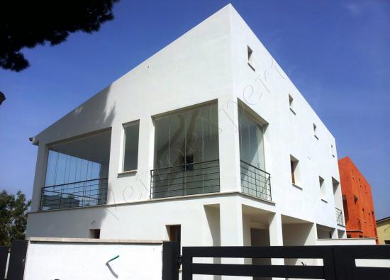 Vetrate a scomparsa Glassroom coperture balconi vista frontale - Roma - VetroeXpert - Vetrate Pieghevoli e vetrate a scomparsa Glassroom
