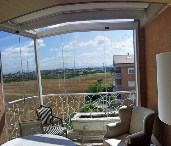 Vetrate pieghevoli Glassroom copertura balcone - Roma - VetroeXpert - Vetrate Pieghevoli e vetrate a scomparsa Glassroom