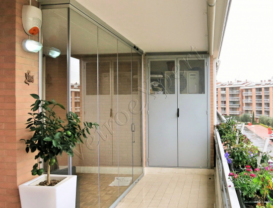 Vista esterna balcone - Vetrata pieghevole - Roma - VetroeXpert - Vetrate Pieghevoli e vetrate a scomparsa Glassroom