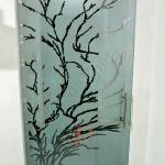 Vista frontale Porta in vetro satinato con decorazioni a mano - Roma - VetroeXpert - Porte in vetro su misura e Pareti divisorie
