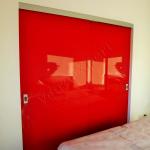 Vista frontale Porta scorrevole in vetro rosso - Roma - VetroeXpert - Porte in vetro su misura e Pareti divisorie