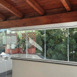 Vista interna Vetrate Glassroom con porta a vetro di entrata - Roma - VetroeXpert - Vetrate Pieghevoli e vetrate a scomparsa Glassroom