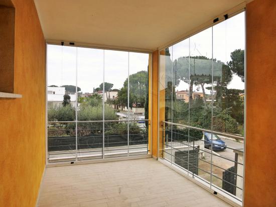 Vista interna particolare Vetrate Glassroom copertura balcone - Roma - VetroeXpert - Vetrate Pieghevoli e vetrate a scomparsa Glassroom