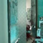 Porta a battente in vetro con decori sabbiati - Roma - VetroeXpert - Porte in vetro su misura e Pareti divisorie