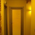 Porta a battente in vetro con sabbiature - Roma - VetroeXpert - Porte in vetro su misura e Pareti divisorie