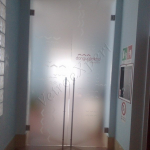 Porta a battente in vetro satinata - Roma - VetroeXpert - Porte in vetro su misura e Pareti divisorie