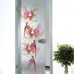 Porta a battente in vetro satinato con decoro_DL - Roma - VetroeXpert - Porte in vetro su misura e Pareti divisorie
