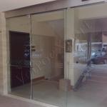 Porta in vetro a doppia anta con sabbiature - Roma - VetroeXpert - Porte in vetro su misura e Pareti divisorie
