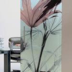 Porta scorrevole ad un anta in vetro satinato con decoro-AB - Roma - VetroeXpert - Porte in vetro su misura e Pareti divisorie