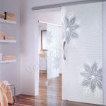 Porta scorrevole ad un anta in vetro satinato con decoro_ED_BIANCO - Roma - VetroeXpert - Porte in vetro su misura e Pareti divisorie
