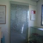 Porta scorrevole in vetro stratificato con tessuto - Roma - VetroeXpert - Porte in vetro su misura e Pareti divisorie