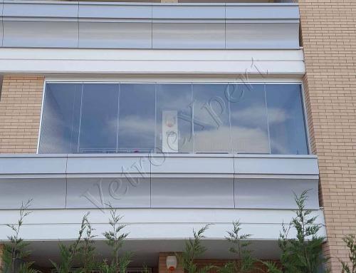Come chiudere un balcone con ringhiera